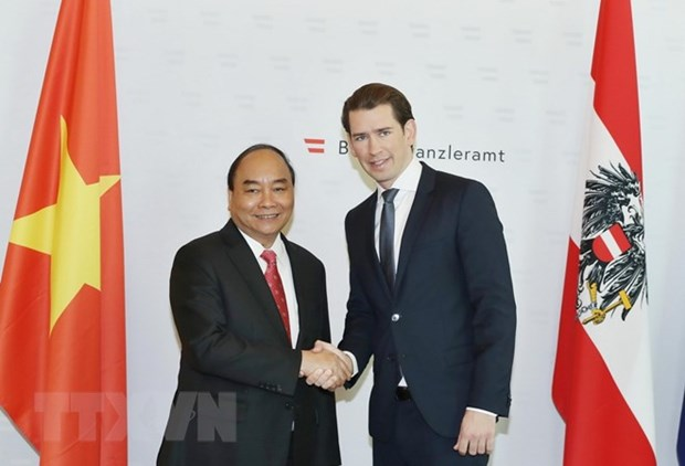 Vietnamese PM holds talks with Austrian Chancellor hinh anh 1
