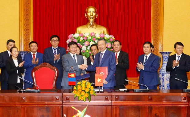 Vietnam, Mongolia to strengthen cooperation in crime combat hinh anh 1