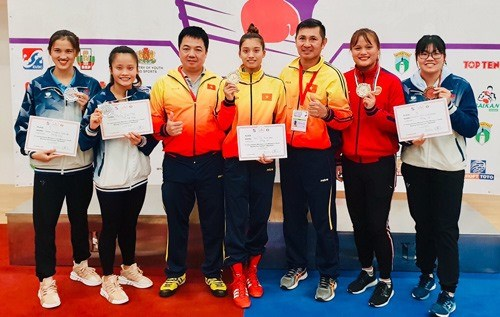 Vietnamese boxer wins gold at int'l tournament in Bulgaria hinh anh 1