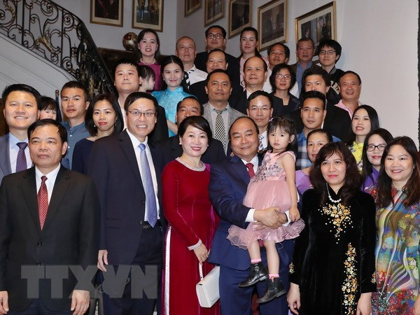 Government leader meets Vietnamese people in Belgium hinh anh 1