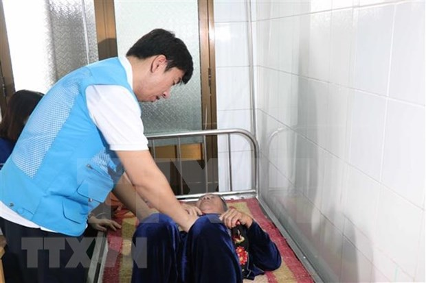 RoK doctors give free medical checkups to people in Quang Ngai hinh anh 1