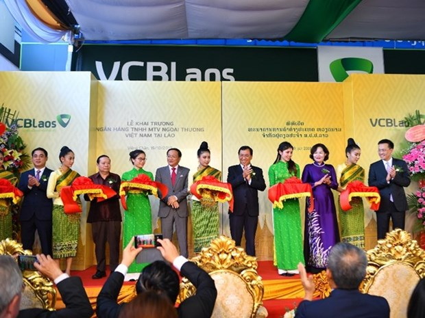 Vietcombank opens first overseas subsidiary in Laos hinh anh 1