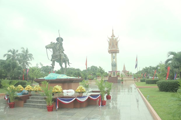 11th Vietnam-Cambodia friendship monument inaugurated in Cambodia hinh anh 1
