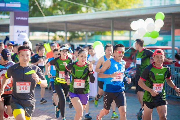 Over 2,600 runners compete in Hanoi Int'l Heritage Marathon hinh anh 1
