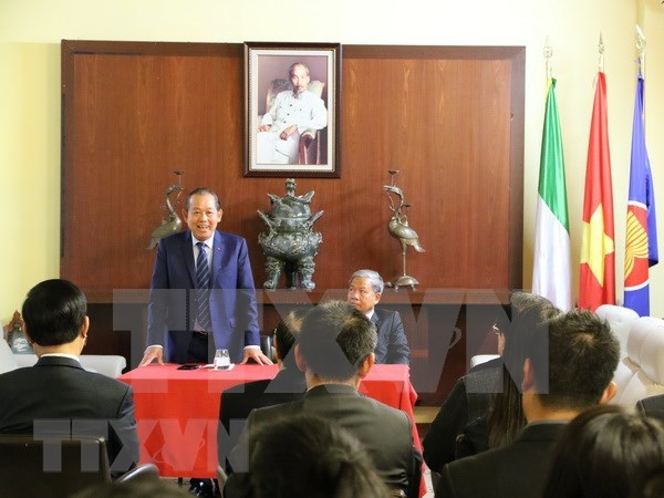 Deputy PM visits Embassy in Italy hinh anh 1