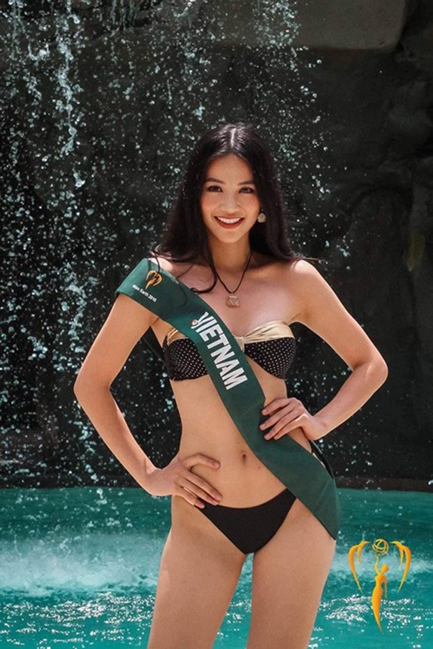 Vietnam girl wins silver medal in Miss Earth swimsuit sub-contest hinh anh 1