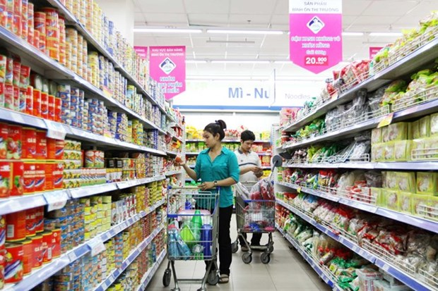 Domestic retailers strive to gain competitive edge hinh anh 1