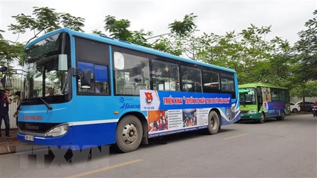 Hanoi bus company attracts more passengers hinh anh 1