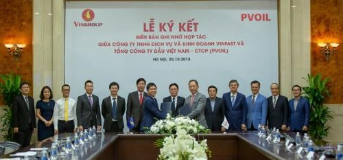 VinFast, PV Oil partner to implement e-vehicle charging stations hinh anh 1