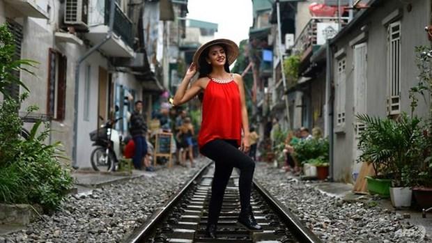 AFP: Hanoi's colonial-era railway becomes selfie hotspot hinh anh 1