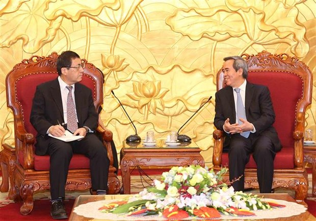 Party official receives Japanese professor, ambassador hinh anh 1