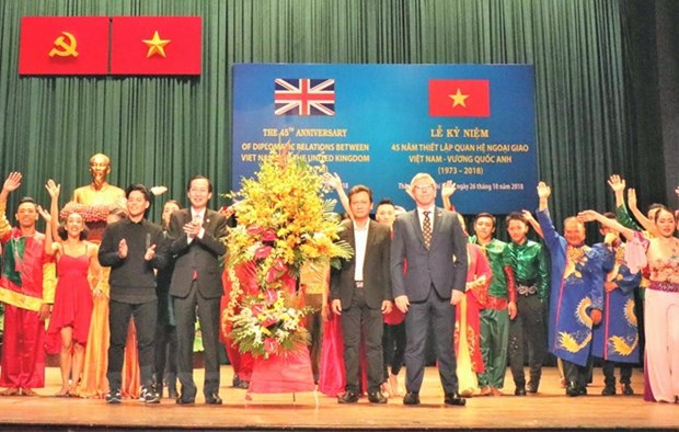 Vietnam-UK diplomatic ties marked in HCM City hinh anh 1