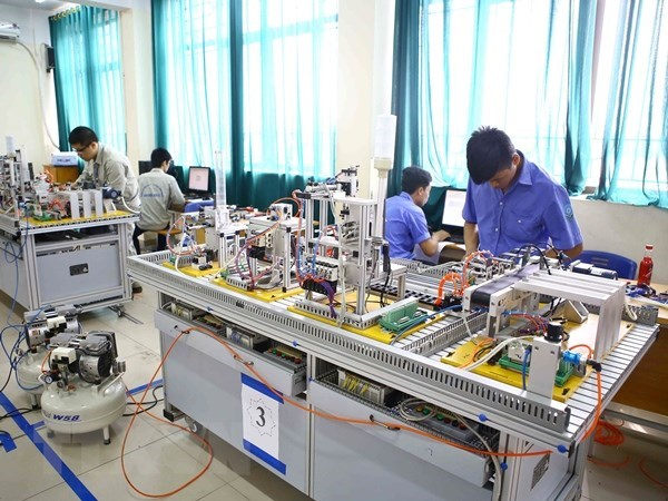 Vietnam sends over 102,000 workers abroad in nine months hinh anh 1