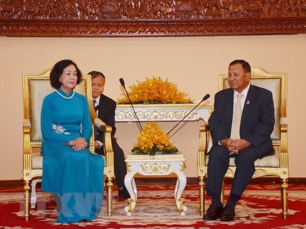 Cambodian Senate President receives Vietnamese Party official hinh anh 1