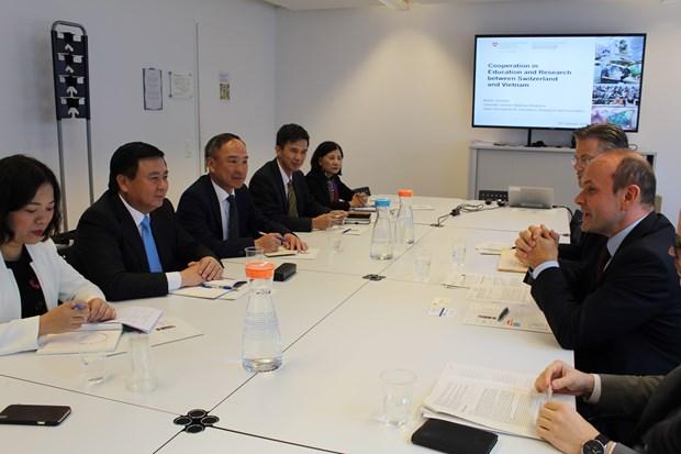 Communist Party of Vietnam delegation visits Switzerland hinh anh 1