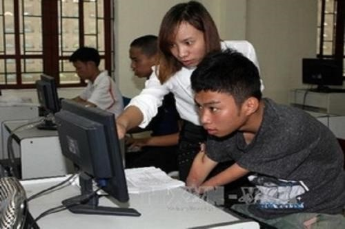 For disabled people, IT a great help in doing business hinh anh 1