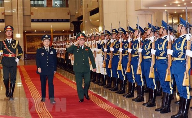 Vietnam, China beef up defence ties hinh anh 2