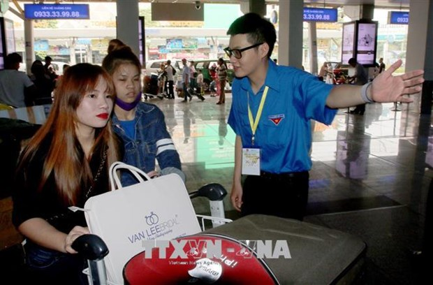 More passengers opt for air services hinh anh 1