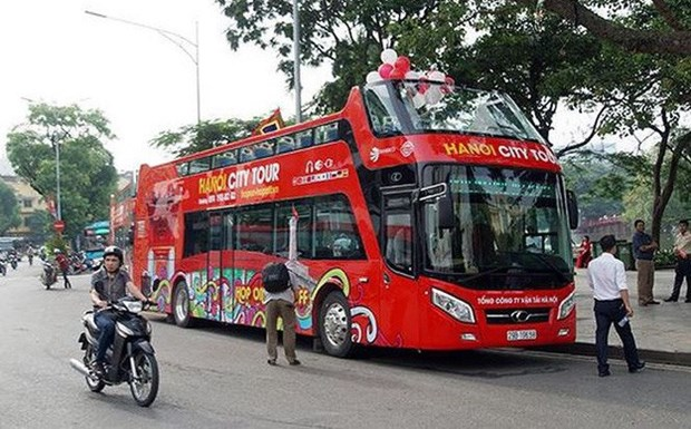 Double-decker buses in Hanoi fail to attract tourists hinh anh 1