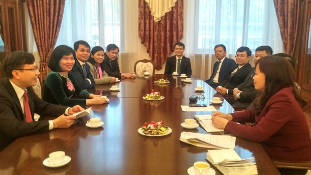 Hanoi enhances relations with capital cities of Russia, Czech Republic hinh anh 1