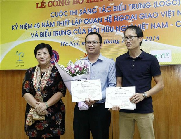 Winners of logo contest for Vietnam-Canada diplomatic ties announced hinh anh 1