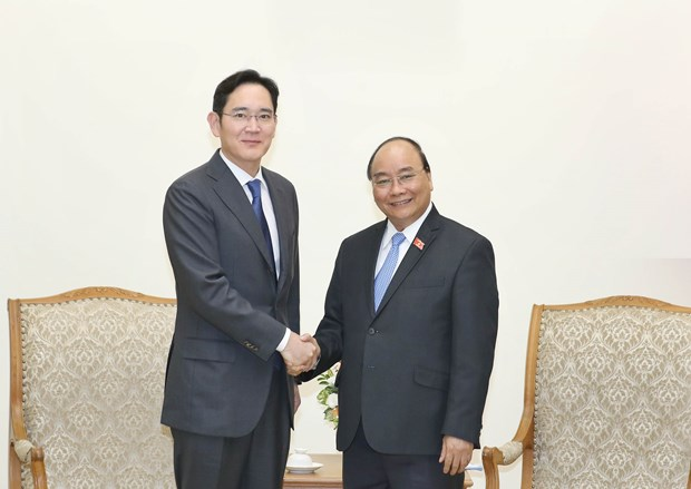 PM asks Samsung to turn Vietnam into its biggest hub hinh anh 1
