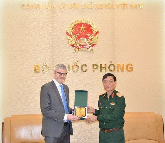 Vietnam, New Zealand boost defence cooperation hinh anh 1