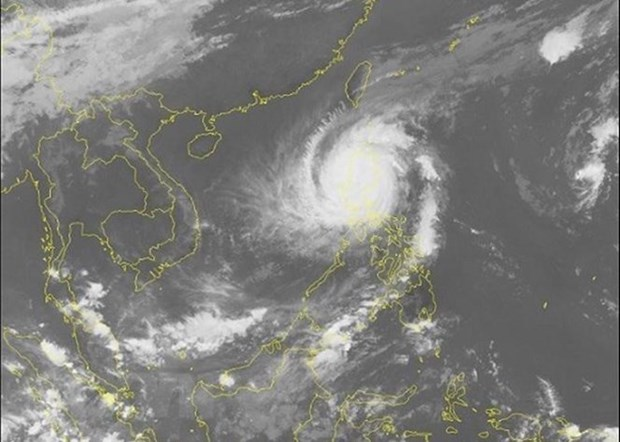 Thousands evacuated as Typhoon Yutu strikes Philippines hinh anh 1