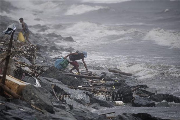 Typhoon Yutu kills five, buries over 30 people in Philippines hinh anh 1