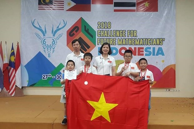 Hanoi students win big at 2018 Challenge for Future Mathematicians hinh anh 1