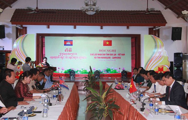 Vietnamese, Cambodian localities intensify people-to-people exchange hinh anh 1