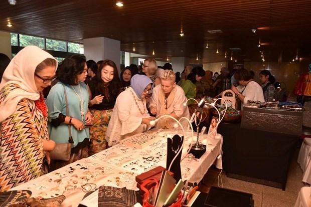 ASEAN Women's Circle opens annual bazaar hinh anh 1