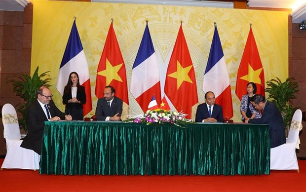 Vietnam, France highlight determination to promote ties hinh anh 1