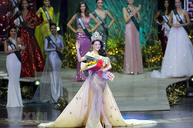 Vietnamese beauty crowned Miss Earth 2018 hinh anh 1