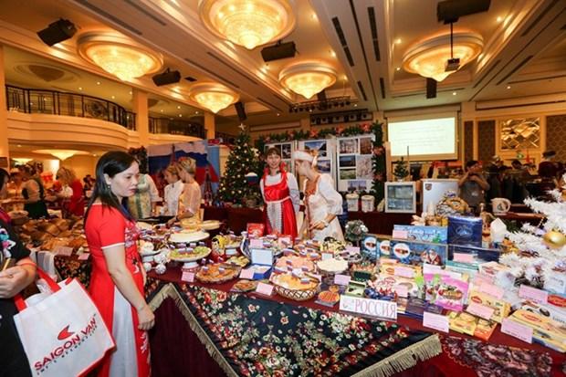 HCM City Consular Club hosts charity bazaar hinh anh 1