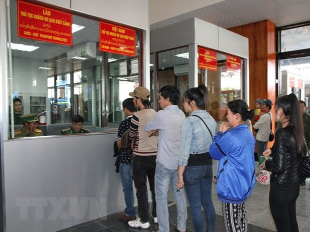 Deputies agree to further pilot e-visa issuance to foreigners hinh anh 1