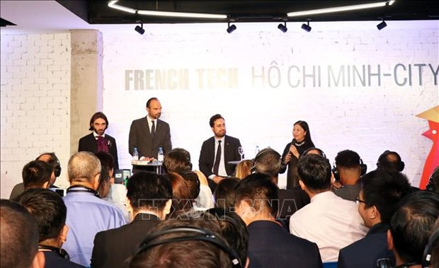 French PM attends France-Vietnam technological business forum hinh anh 1