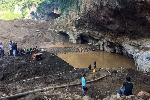 Owner of collapsed illegal gold mine in Hoa Binh arrested hinh anh 1