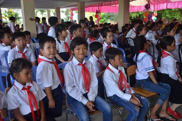 Vietnamese-Cambodian children in Phnom Penh start new school year hinh anh 1