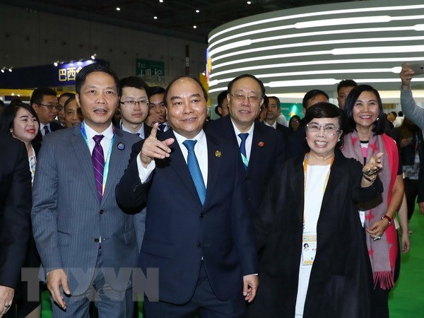 PM attends opening of China International Import Expo hinh anh 1
