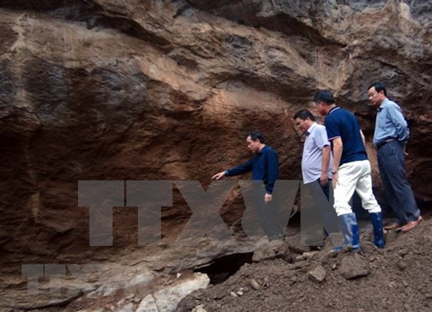 Illegal gold mine collapses, two go missing hinh anh 1