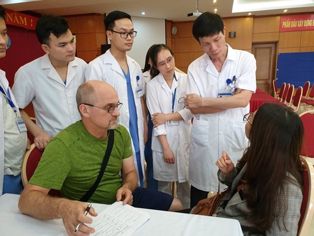 US experts provide plastic surgery for Vietnamese patients hinh anh 1