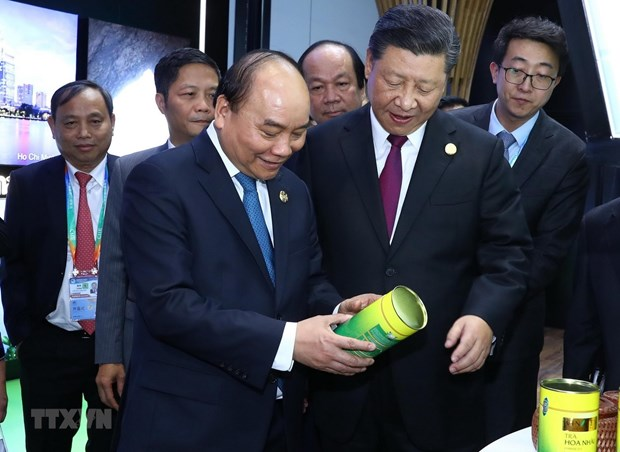 PM wraps up Shanghai trip for first China International Import Expo hinh anh 1