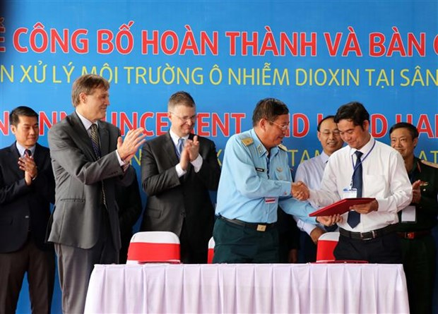 Dioxin detoxification project in Da Nang airport completed hinh anh 1