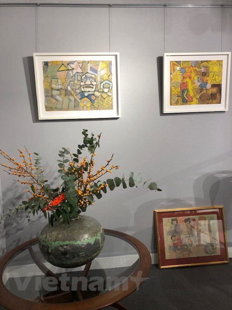 Art works of famous Vietnamese painters exhibited in London hinh anh 1
