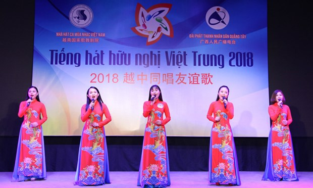 Vietnam-China friendship singing contest promotes ties hinh anh 1