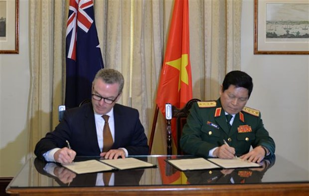 Vietnam, Australia sign joint declaration on defence cooperation hinh anh 1