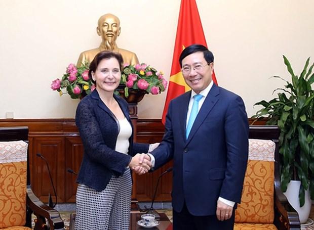 Deputy PM bids farewell to outgoing Italian Ambassador hinh anh 1