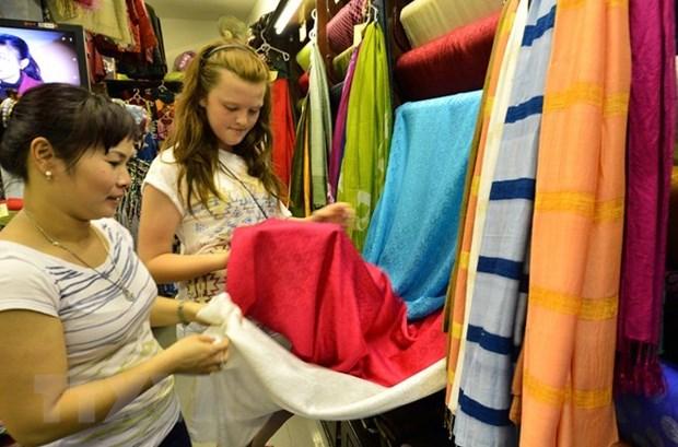 Handicraft festival opens in Hanoi's silk village hinh anh 1