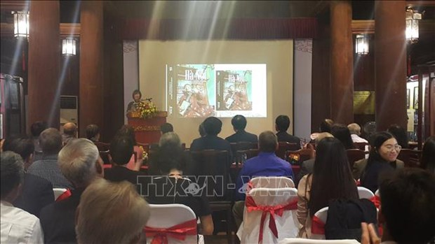 Book on Hanoi's intangible cultural heritage debuts hinh anh 1